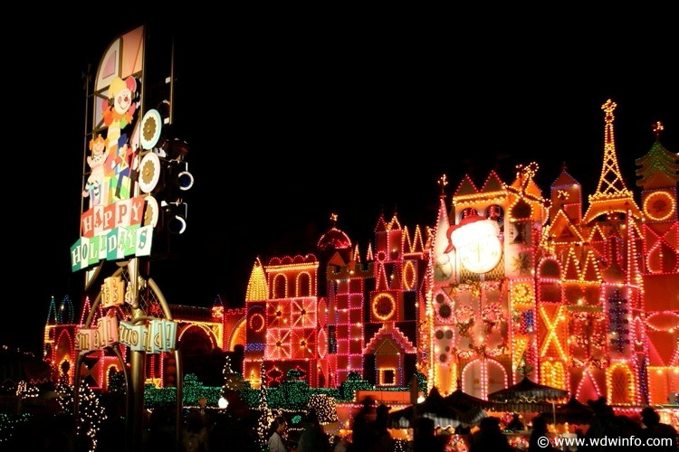 Disneyland s it s a small world holiday img 7457