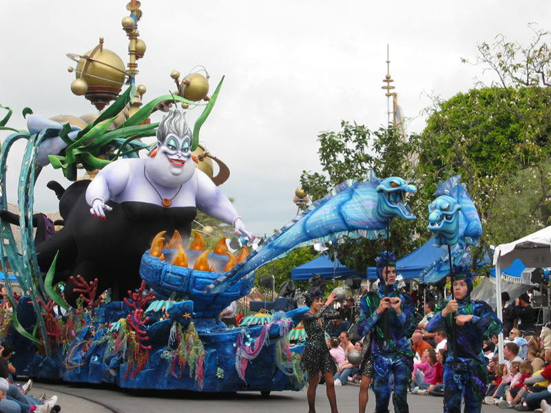 [Disneyland] Nouvelle parade: Disney Magic Happens (28 février 2020) Parade%20of%20Dreams-7
