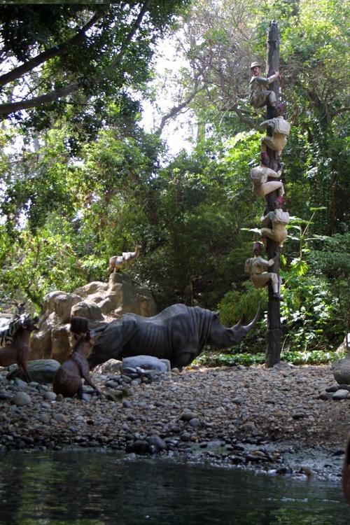 Disneyland park adventureland adventureland jungle cruise 11