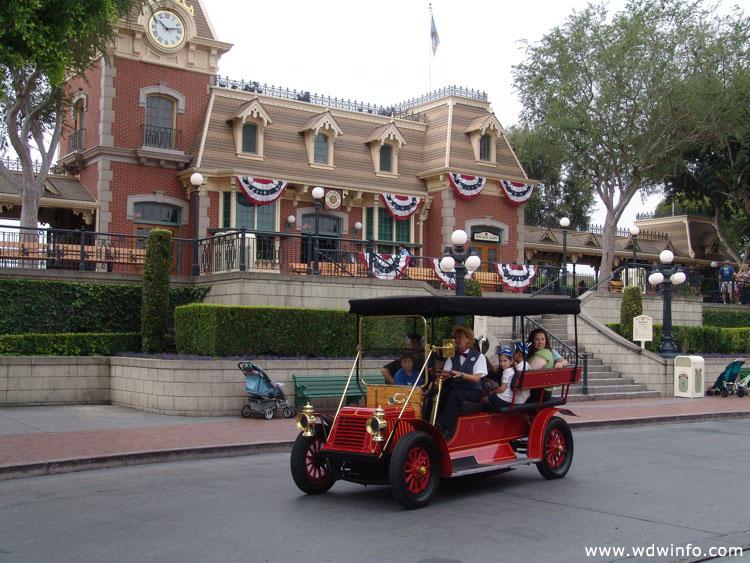 Main Street USA Disneyland / Main-Street-USA-DL-16