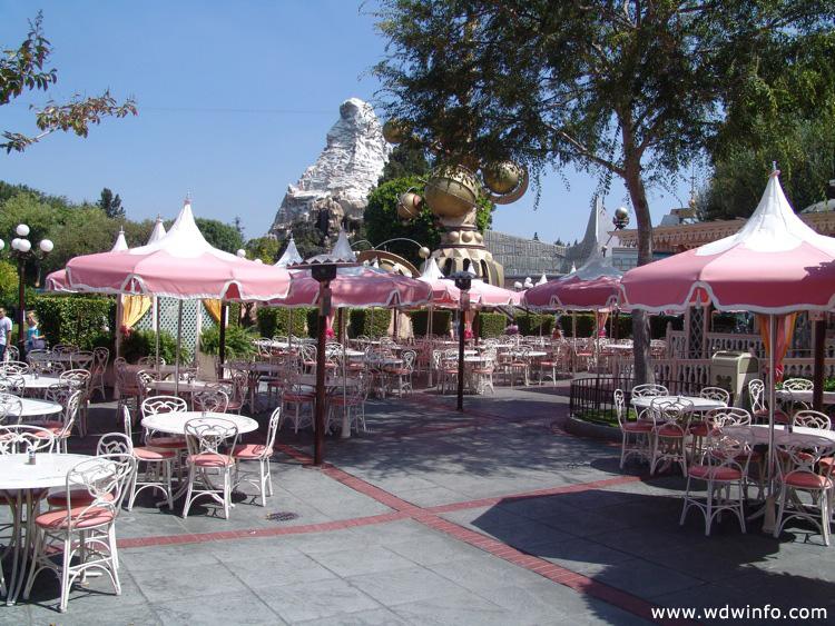 Main Street USA Disneyland / Main-Street-USA-DL-97