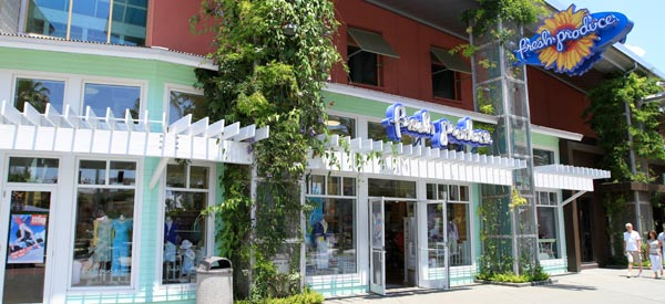Seas the Day: Sophisticated-beachy apparel appeals to patrons at