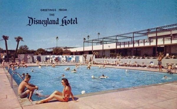 disneyland_hotel_postcard