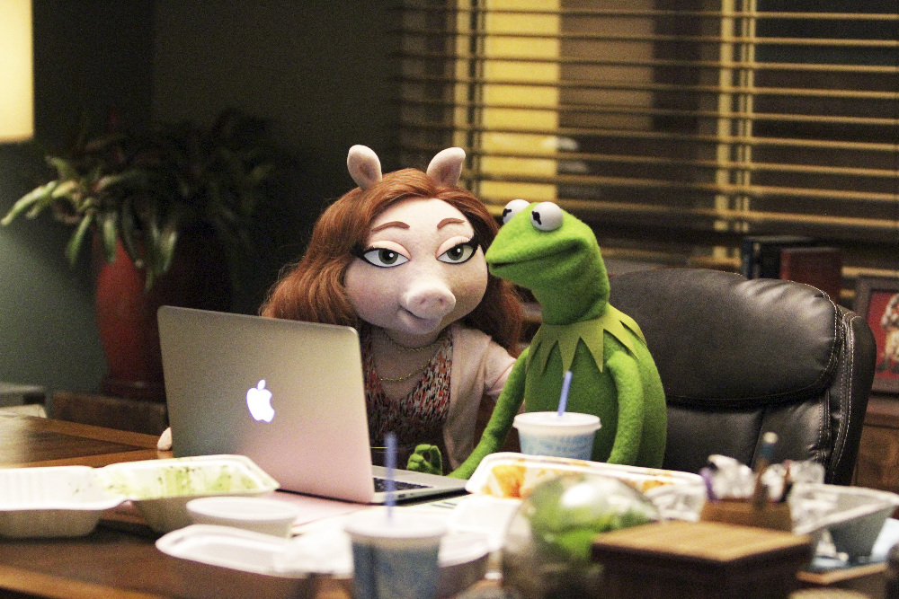 Review The Muppets Pig Girls Don T Cry Pilot