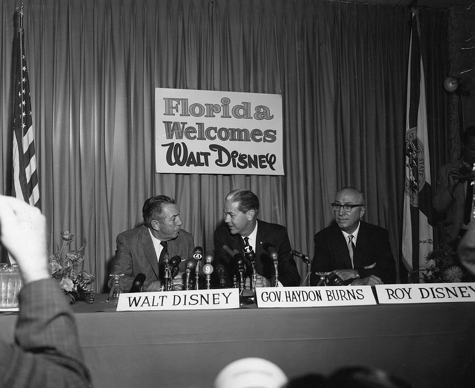 941px-Walt_Disney_with_Company_at_Press_Conference
