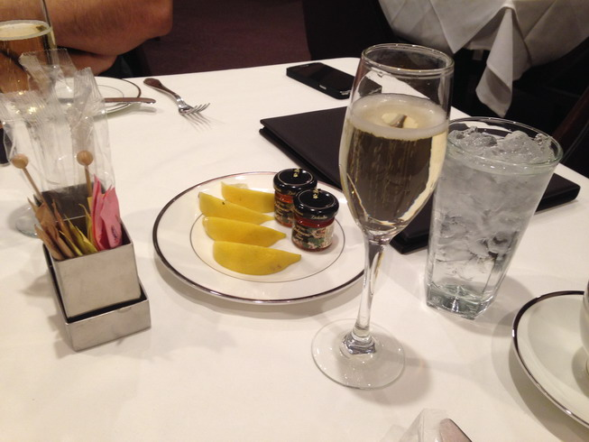 Sparkling wine with tea condiments