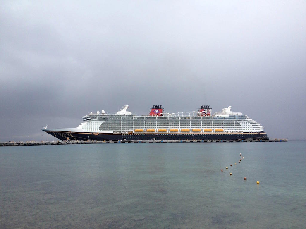 Disney Fantasy experiencing mechanical trouble; unable to dock at Castaway Cay
