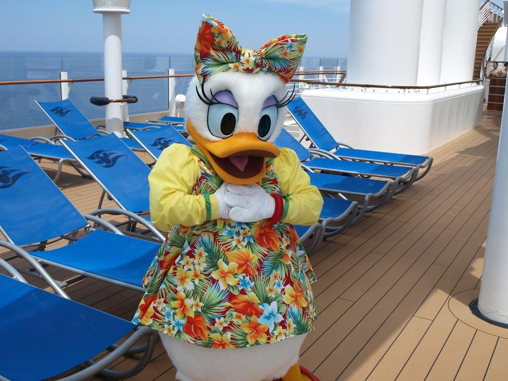 Daisy Duck posing for a photo in her beach attire