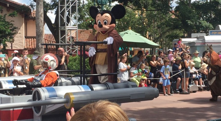 Jedi Mickey looked at me!