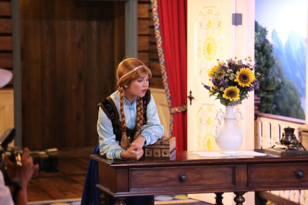 Photos Of The New Royal Sommerhus Anna And Elsa Meet And