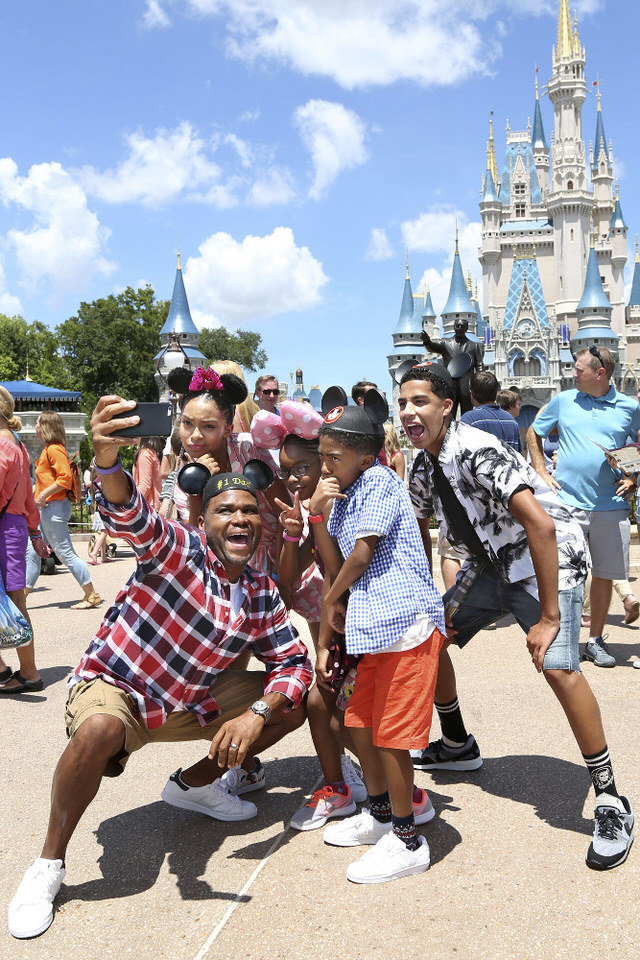"""BLACK-ISH - """"VIP"""" - Dre decides to take his family to Walt Disney World on the magical, first-class vacation experience he was never able to have as a kid. With the help of a VIP tour guide, Dre and the kids take full advantage of their VIP status. Meanwhile, Bow, Pops and Ruby set off on their own adventure at Walt Disney World, on the season three premiere of """"black-ish,"""" WEDNESDAY, SEPTEMBER 21 (9:31-10:00 p.m. EDT), on the ABC Television Network. (ABC/Gregg Newton) YARA SHAHIDI, ANTHONY ANDERSON, MARSAI MARTIN, MILES BROWN, MARCUS SCRIBNER"""