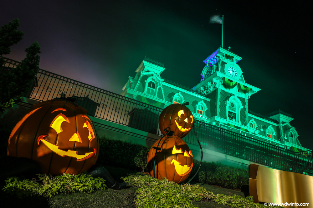 Disneyland Vs Walt Disney World Halloween Party Edition