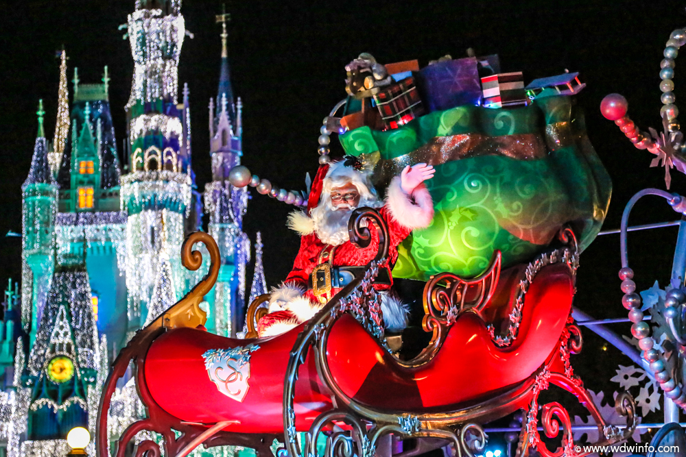Mickeys-Very-Merry-Christmas-Party-11