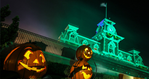Disneyland vs Walt Disney World | Halloween Party Edition