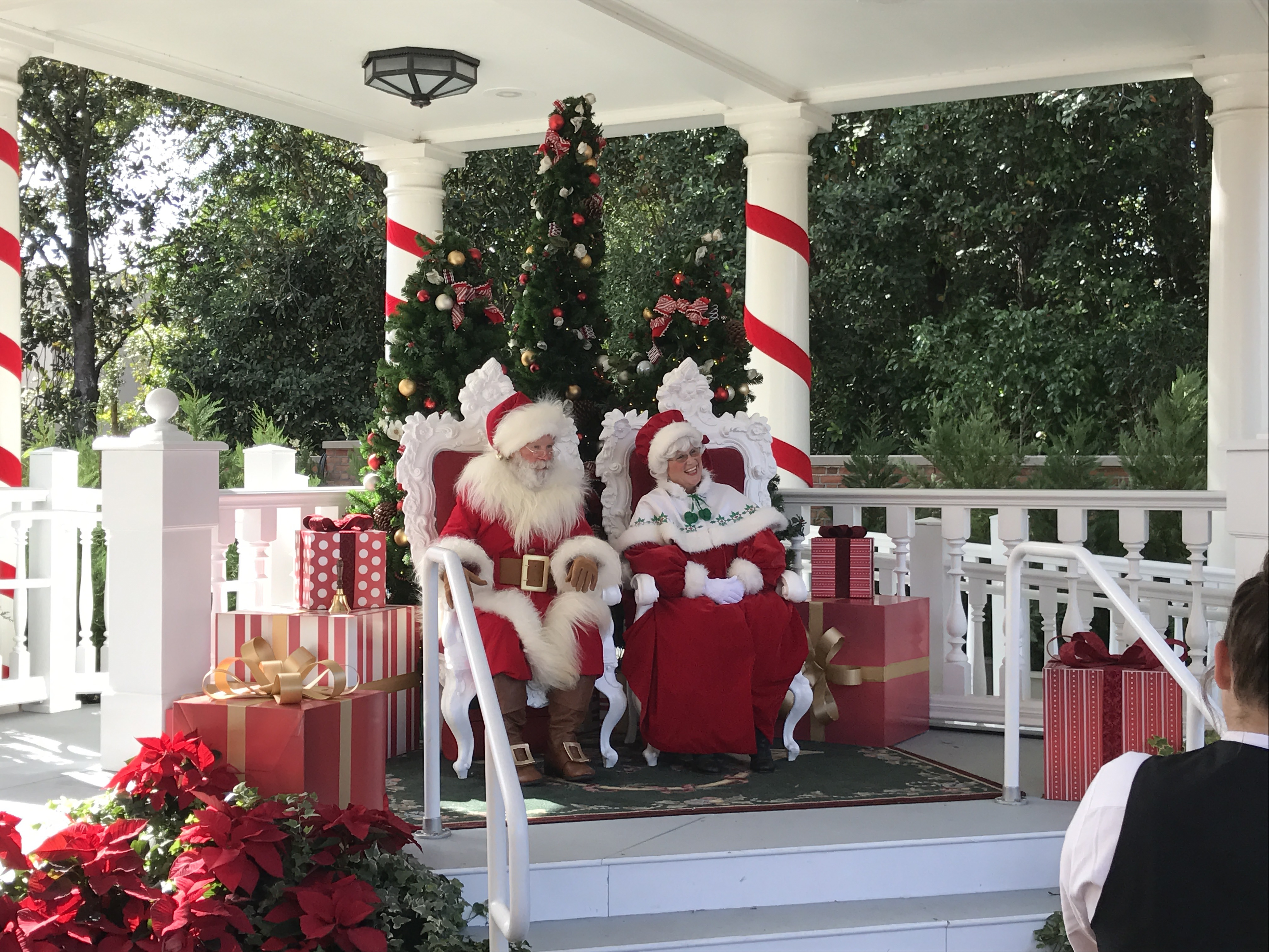 Christmas Decorations at Epcot – Photos