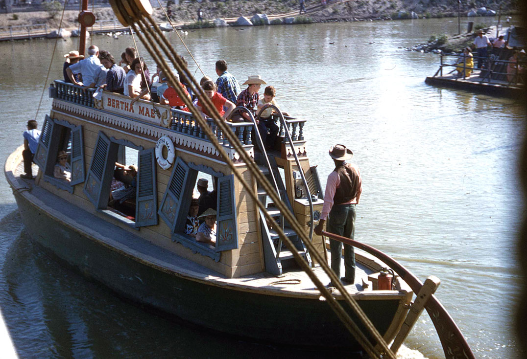 Mike_Fink_Keel_Boats_at_Magic_Kingdom