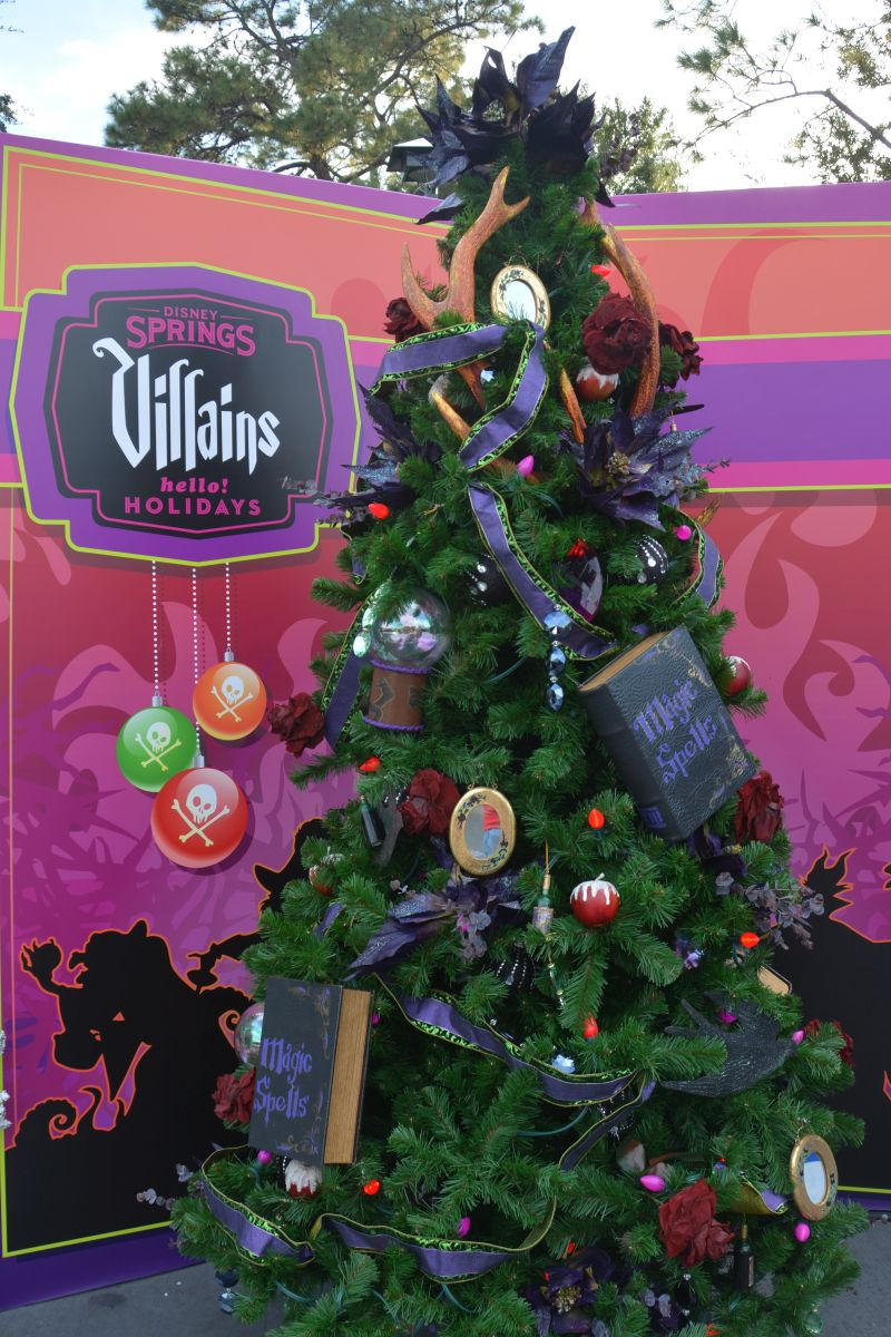 christmastreetrail006 - Disney Themed Christmas Decorations