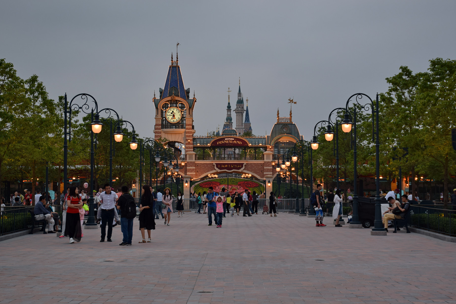 Shanghai_Disneyland_Park_Main_Entry