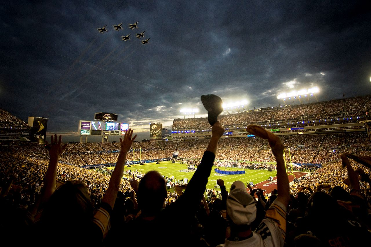 1280px-Super_Bowl_XLIII_-_Thunderbirds_Flyover_-_Feb_1_2009
