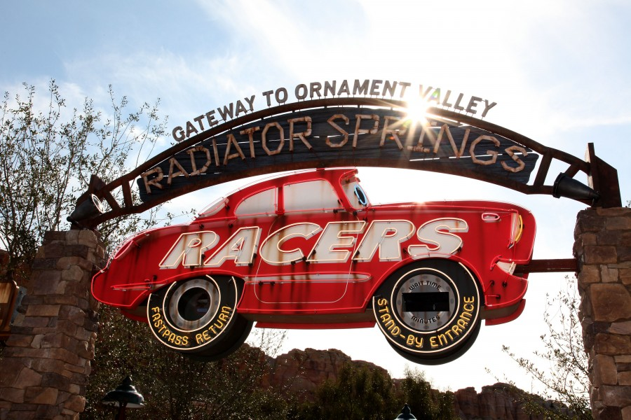 RADIATOR-SPRINGS-RACERS-002