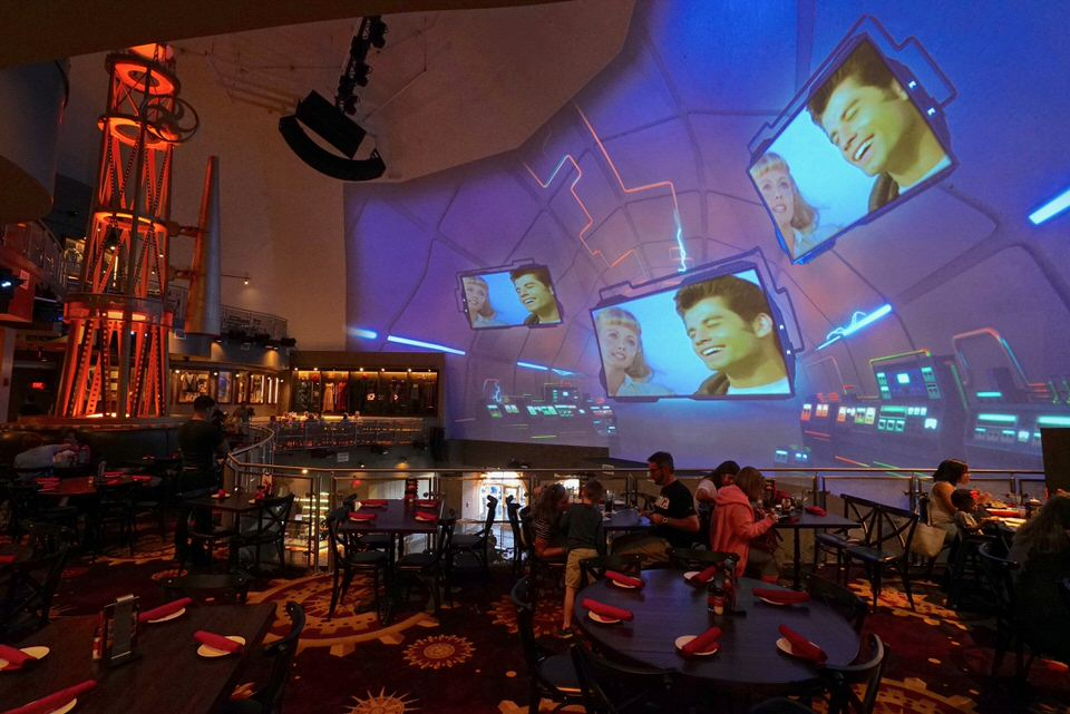 planet-hollywood-screen