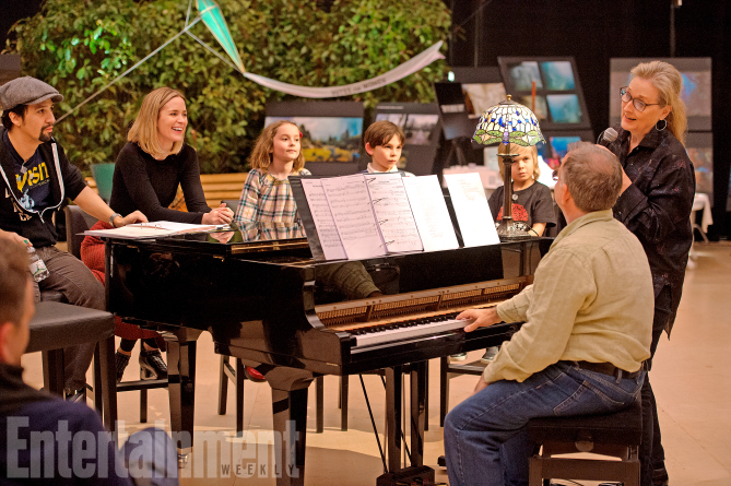 Mary Poppins Returns (2018) Rehearsal shot L-R: L to R: Lin-Manuel Miranda, Emily Blunt, Pixie Davies, Nathanael Saleh?, TK, TK, and Meryl Streep ANY ADDITIONAL USAGE SHOULD BE CLEARED WITH DISNEY
