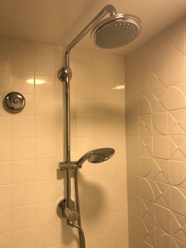 Pop Century Shower Close Up
