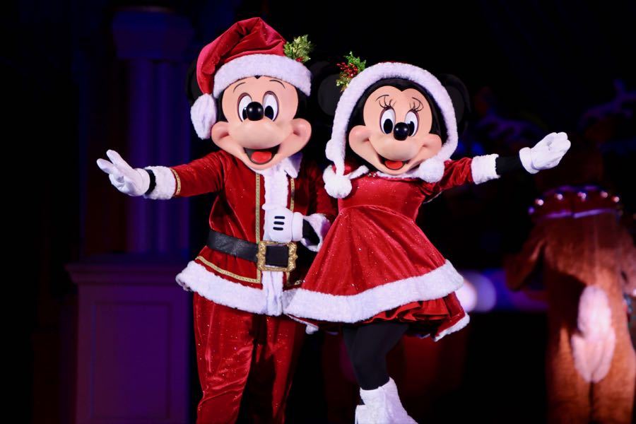 Mickey Christmas Party.Disney Testing A Change Of Park Hours On Mickey S Very Merry