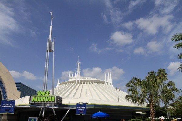 Space-Mountain-10
