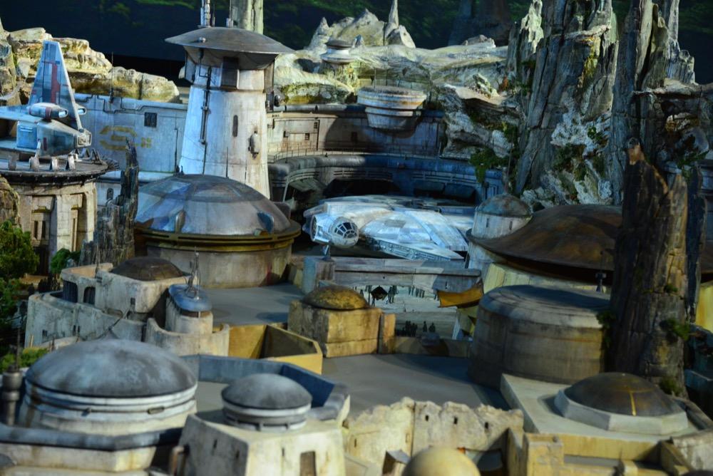 Star-Wars-Land-Model-03