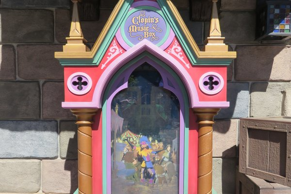 "Getting ""Topsy Turvy"" with Clopin in Fantasy Faire."