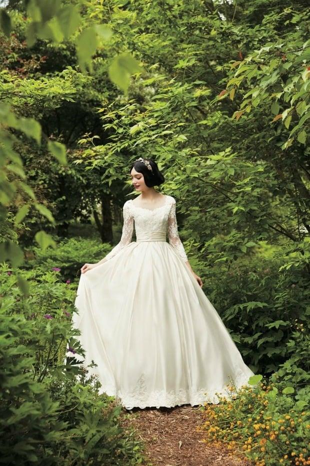 Cream Snow White Wedding Gown