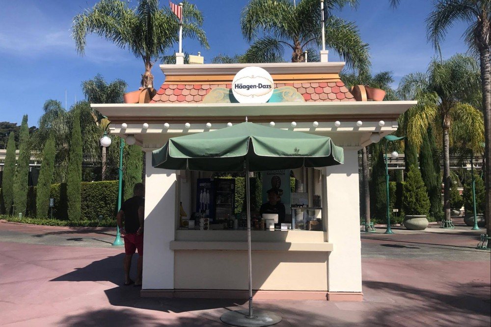 New Haagen Dazs Kiosk Open In Downtown Disney