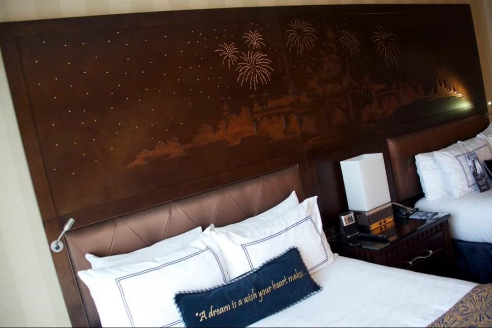 Disneyland-Hotel-Standard-Room-13