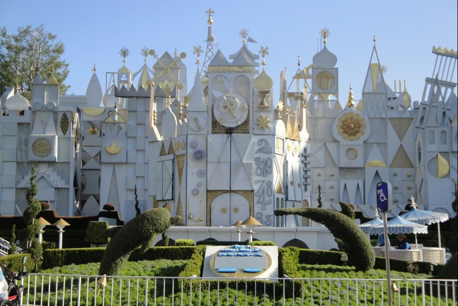 Fantasyland-Disneyland-100