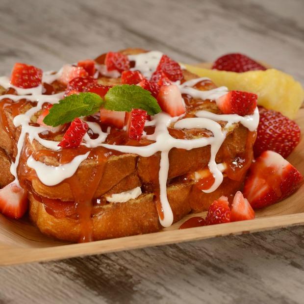 Guava-Stuffed-French-Toast-at-Spyglass-Grill-at-Disneys-Caribbean-Beach-Resort