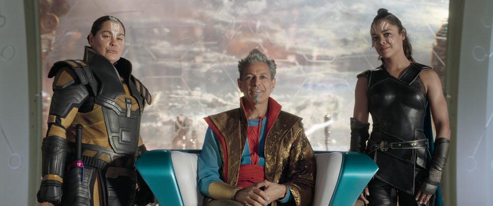 Marvel Studios' THOR: RAGNAROK..L to R: Topaz (Rachel House), Grandmaster (Jeff Goldblum) and Valkyrie (Tessa Thompson)..Ph: Film Frame..©Marvel Studios 2017