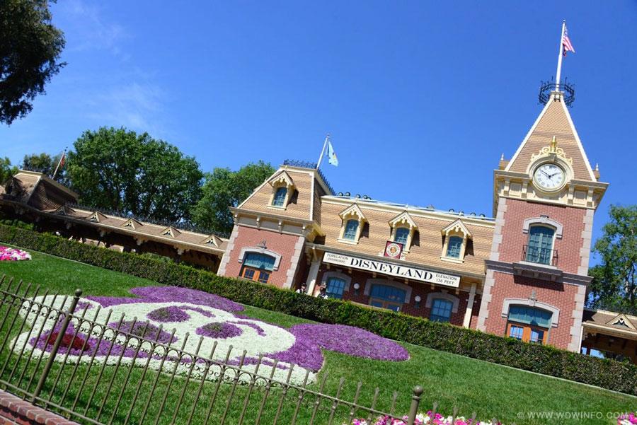 Disneyland-Entrance-01