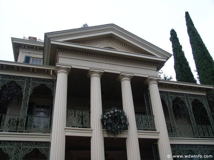 New-Orleans-Square-Haunted-Mansion