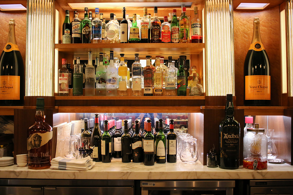 Enzo's hideaway bar