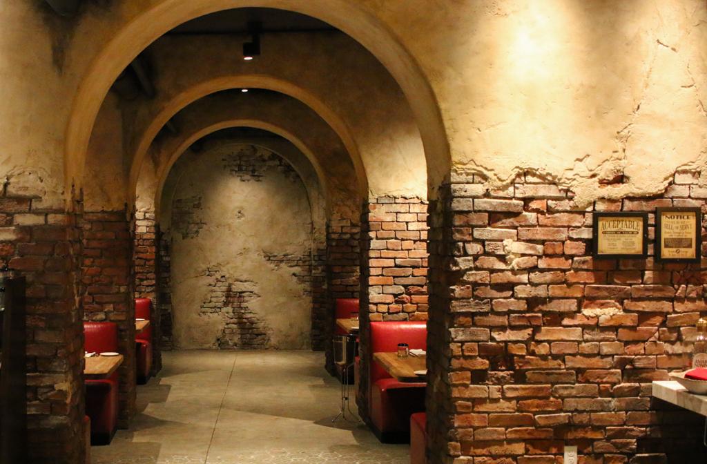 Enzo's Hideaway interior 1