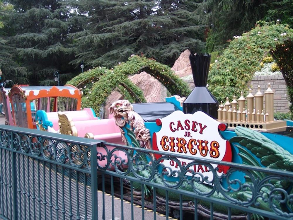 Fantasyland-Disneyland-60