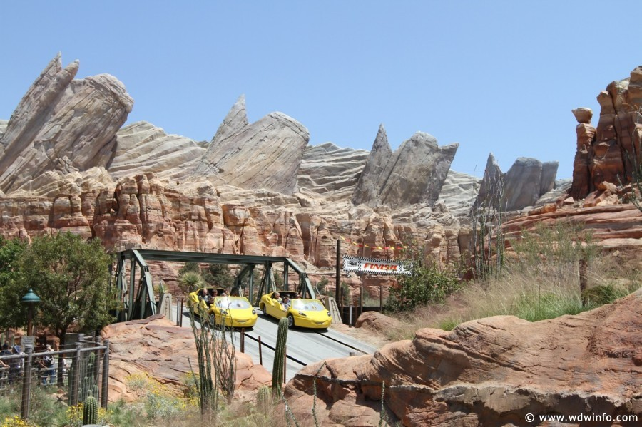 Radiator-Springs-Racers-058