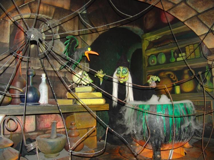 Fantasyland-Disneyland-33