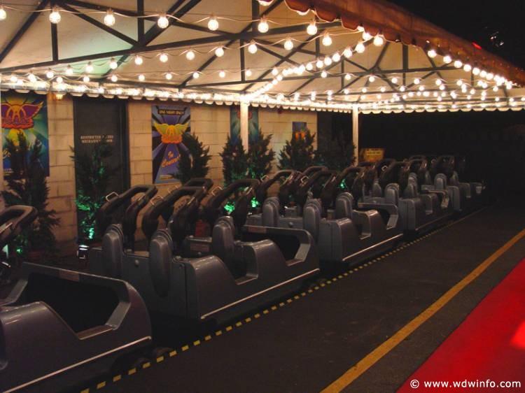 Rock-n-Roller-Coaster_04