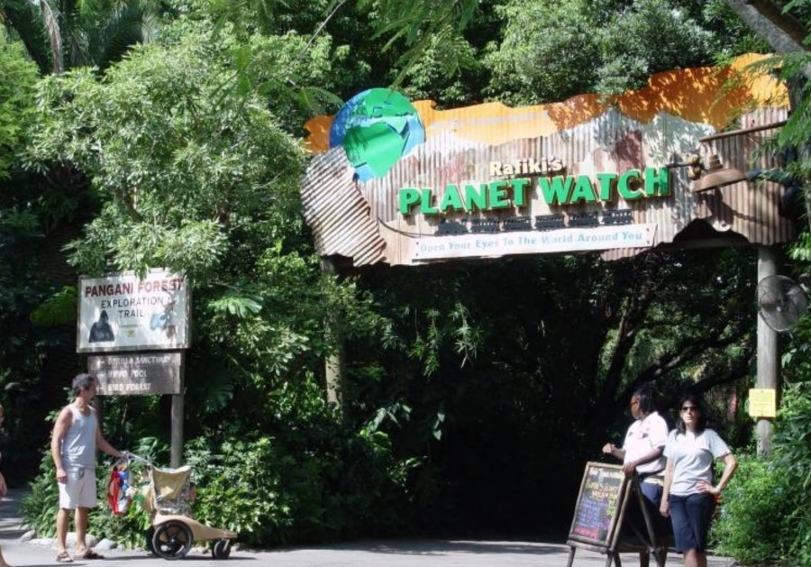 rafikis-planet-watch-entrance-sign