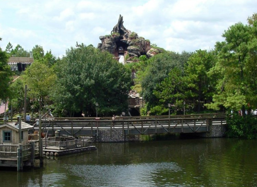 Splash_Mountain_05-900