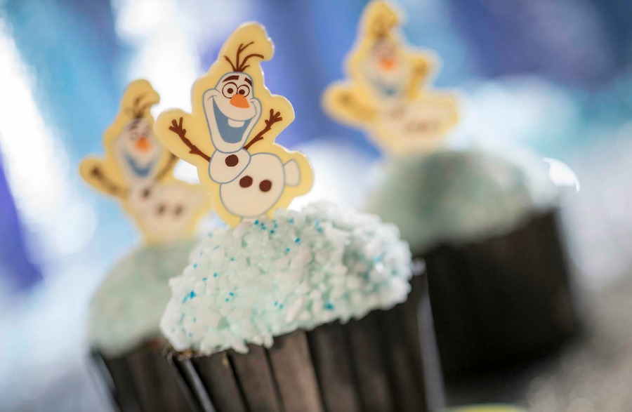 DHS-flurry-of-fun-olaf-cupcake