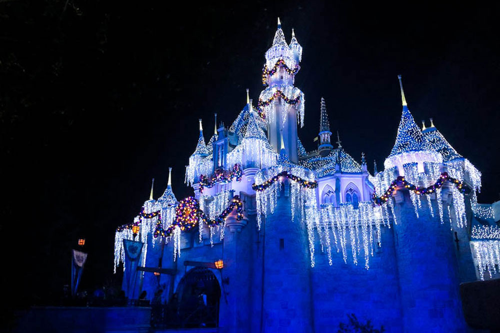 Sleeping-Beauty-Castle-Christmas-1-2