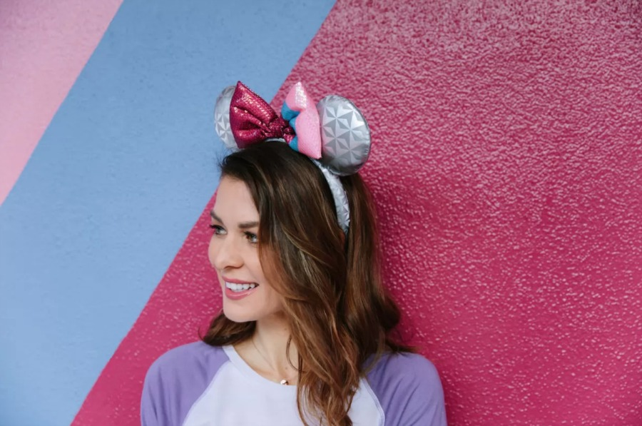 bubble-gum-wall-minnie-ears